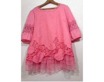 1970s / / / Pink Lace Crochet Salmon Romantic Bohemian Top