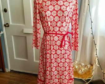 Complimentary Shipping - Classy and Adorable Red & White Vintage Dress
