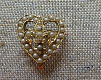 Beautiful Antique Vibrant Gold Metal Art Nouveau Seed Pearl Heart Fleur De Lis Brooch Pin