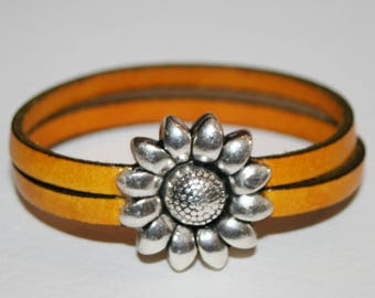 Bracelet 2 strands 5mm and sunflower clasp