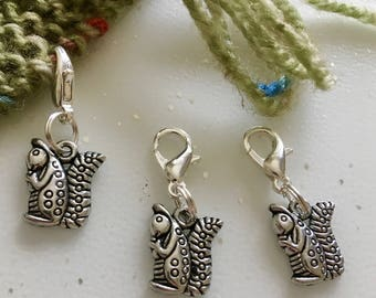 Squirrel Stitch Markers, Stitch marker, Squirrel Stitchmarker, Knitting Supplies, Crochet, Gift for Knitters, Zipper Charm, Knitting Tools
