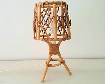 Wicker table lamp / vintage wicker lamp table