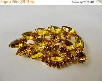 On Sale Vintage Prong Set Golden Rhinestone Leaf Pin Item K # 1526