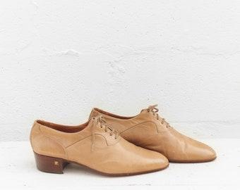 10 M | Vintage Men's Lace Up Oxfords Camel Colored Heeled Dress Shoes by Pierre Cardin
