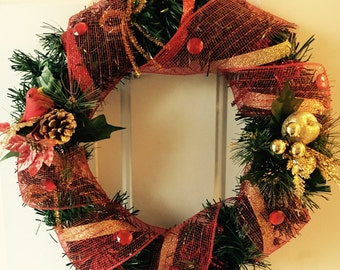 Holiday Wreath (Red-gold)