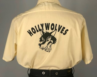 Vintage 1950s 1960s Mens Shirt | 50s 60s 'Hollywolves' Pale Butter Yellow Novelty Hollywood Screen Print Button-Up Shirt | Large