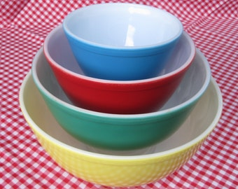 Vintage Pyrex Primary Colors Nested Mixing Bowls