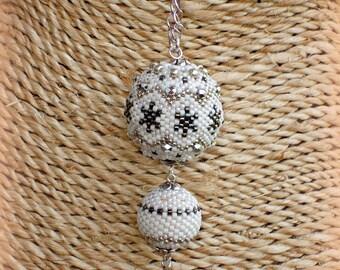 Necklace white/silver balls woven hand