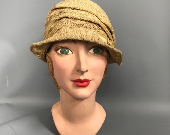 1920s cloche hat / straw hat