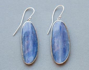 Handmade Kyanite Dangle Earrings in Hammered 18k, Kyanite Earrings White Gold, Fine Earrings Kyanite, Kyanite 14k Earrings, Kyanite 18k
