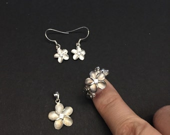 Vintage Sterling silver handmade flower jewelry set, solid 925 silver with crystal. Stamped 925, includes one size 9 ring, earrings, and one