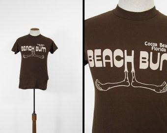Vintage des années 80 Beach Bum T-shirt Cocoa Beach en Floride marron 5050 Tee - petit