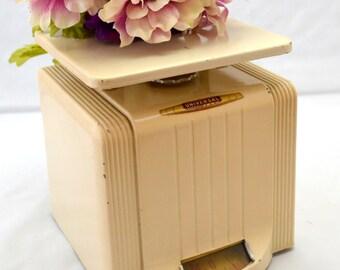 Vintage Universal Scale, Landers, Frary & Clark, Art Deco Style, Chippy Paint, Almond Color Kitchen Scale