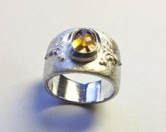 Ring with ornaments and Citrine