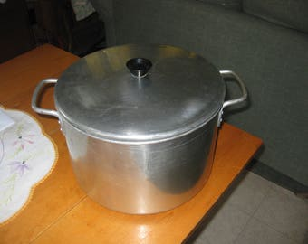 Vtg Chilton Stock pot 12 quart aluminum with tight fitting lid good shape great for soups fish boils steaming