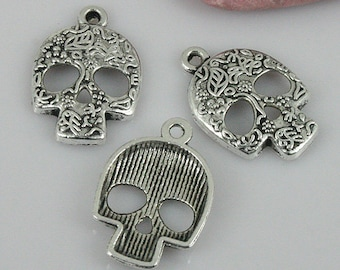 24pcs tibetan silver tone patterns skull head shaped charms EF0386