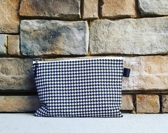 Zippered Pouch {Black & White Houndstooth}