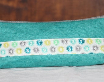 Pencil case in turquoise linen coated, pattern numbers