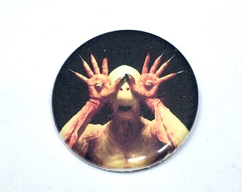 Pan's Labyrinth Eye Hands Monster Pin Pinback Button Pin Badge x1 Pans Labryinth Horror