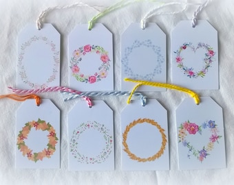 8 étiquettes couronnes fleurs et feuilles, avec leur ficelle