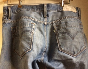Levis 139 Jeans size 33x30 ppreowned Distressed comfy soft