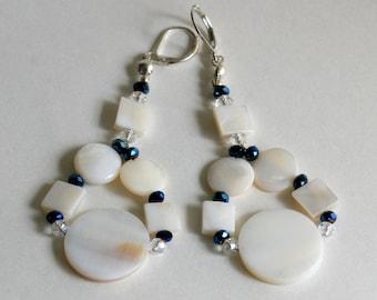 Gift Set, perles de coquillage, bleu et blanc collier et boucles d'oreilles, ère de Mad Men, Sixties inspiré les boucles d'oreilles bijoux, coffret nautiques, plage