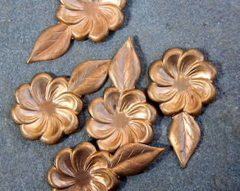 8 Brass vintage flower with leaf findings