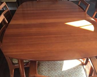Beautiful Danish modern dining table & 7 chairs