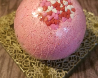 Handmade Bath bombs for your bath time pleasures.