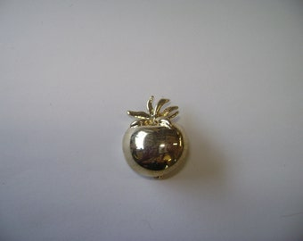Vintage Tomato  Pin  UNSigned New View