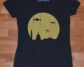 Medium - The Empire Strikes the District T-shirt - Women's