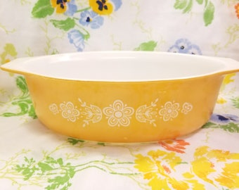 Pyrex butterfly gold large oval casserole dish 0452 1/2 QT. Vintage 1970s  8 1/4 × 11×3 1/2 inched designed by Gregory Mirow