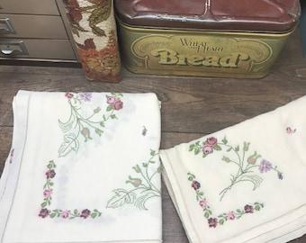 Vintage Tablecloth & Napkin Set of 12 Pink Purple Floral