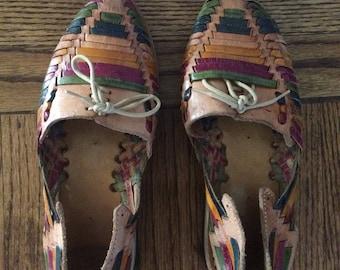 Adorable vintage women's multi-colored leather huarache shoes. Size 6