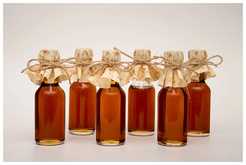 Fall wedding favors with maple syrup mini bottles of maple zoom junglespirit Image collections