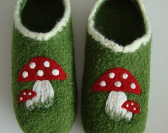 Women's clogs with fly mushrooms