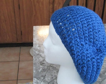 Slouchy hat in blue