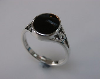WHITBY JET Ladies Ring in solid sterling silver