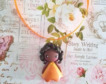 Collier poupée jaune strass orange