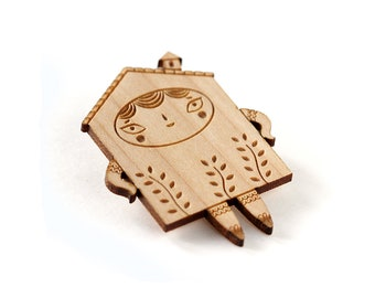 House brooch - doll pin - tiny house character with plants - cute wooden jewelry - kawaii jewellery - lasercut wood - lasercutting