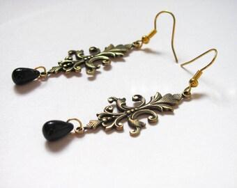 Boucles d'oreilles lys royal doré et gouttes noires
