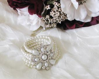 Pearl Bridal Bracelet, Wedding Bracelet, Teardrop Pearl Bracelet, Pearl Bridal Cuff, Rhinestone Wedding Bracelet,For Bride