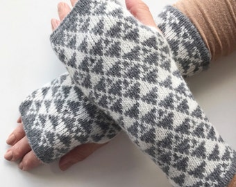 ladies fingerless gloves, ladies Lambswool wrist warmers, knitted fingerless mittens, grey lambswool mitts, knitted wrist warmers wool
