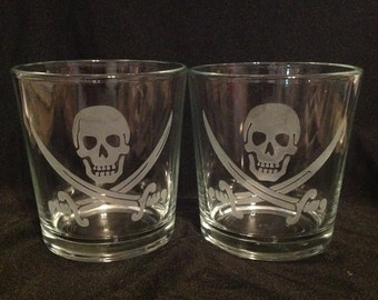 Etched whiskey glass, Pirate skull and crossed swards