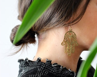 Fatima / large hand of Fatima Hamsa earring / gold and light / Oriental Style lucky charm / Vintage