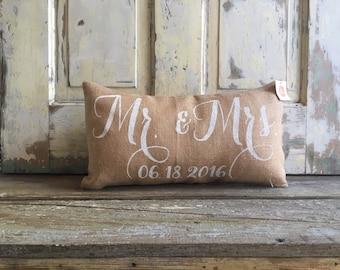 Pillow Cover | Mr. & Mrs. pillow | Burlap Pillow | Wedding/Anniversary Gift | Engagement gift | Bridal Shower | Newlywed pillow | Farmhouse