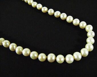 Vintage 60's Faux Pearl Necklace