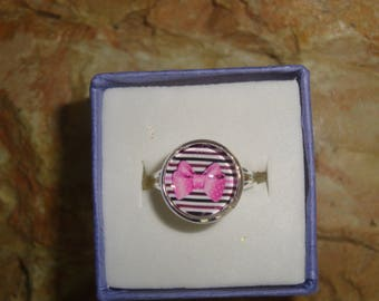 adjustable silver ring cabochon bow pink on black stripe