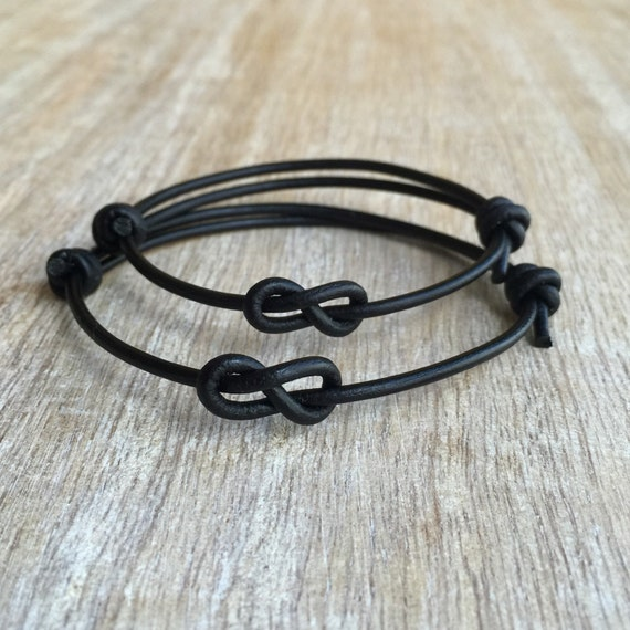 schlichtes armband schwarzes leder armb nder paar armb nder. Black Bedroom Furniture Sets. Home Design Ideas
