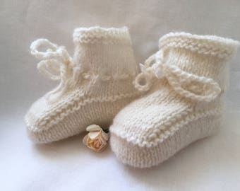 Pure New Wool Knitted Baby Booties Cream Newborn or 0 to 3 Months Unisex Girl Boy Hand Made Cute UK Seller
